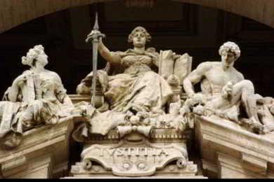 statua della giustizia edificio corte di cassazione