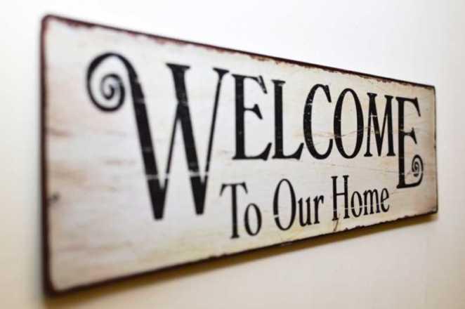 cartello con scritta welcome to our home
