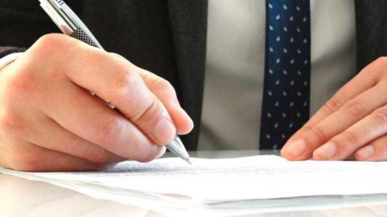 avvocato scrive atto di pignoramento