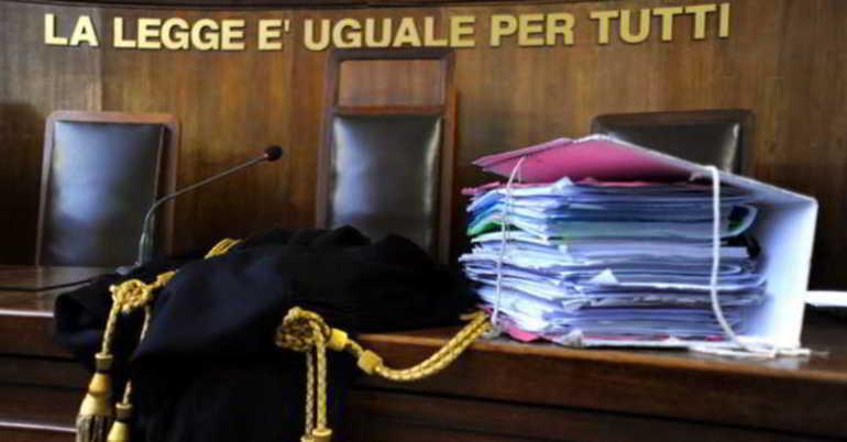 aula tribunale rinvio udienza fasciolo
