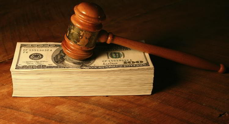 martello giudice sopra dollari