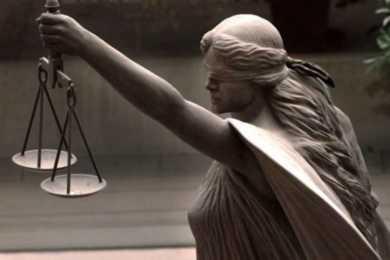 statua della dea bendata