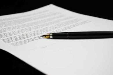 penna stilografica su un documento