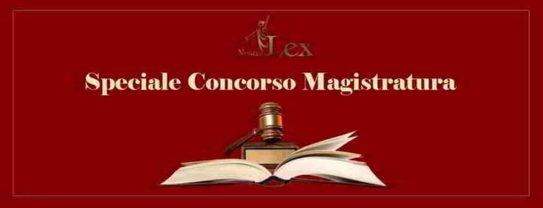 libro con martelletto e scritta speciale concorso magistratura