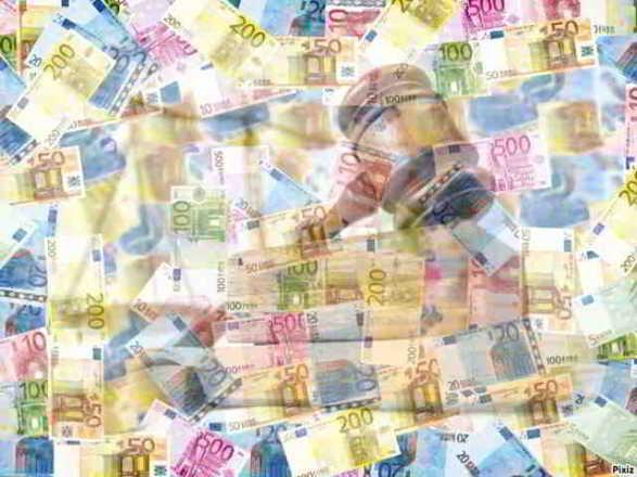 euro e martelletto del giudice