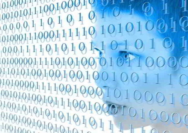 viso di androide e codice binario