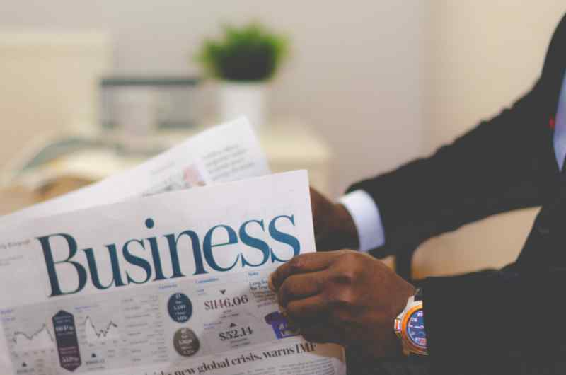 lettura giornale business